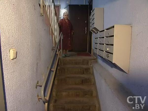 Соседи инвалида, 9 лет не выходившего на улицу, против того, чтобы ступенька в подъезде стала ниже на 5 см