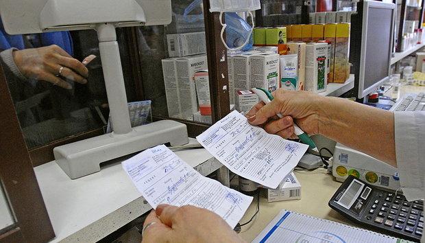 Рецепты врача должны оставаться в аптеке