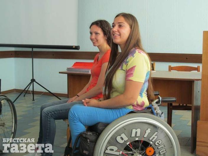 Анна и Екатерина проводят теоретическую часть занятия