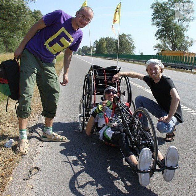 На таком необычном велосипеде молодой человек проехал много километров от Лиды до Балтики. Фото: личный архив