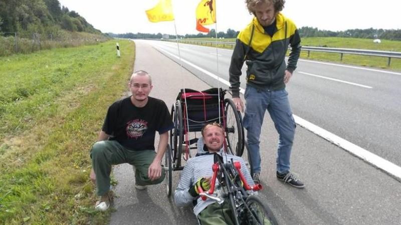 Фото из аккаунта Александра Авдевича на «Фейсбуке» Сделано во время его балтийского путешествия на ручном велосипеде.