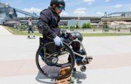 Инвалид - колясочник стал скейтбордистом