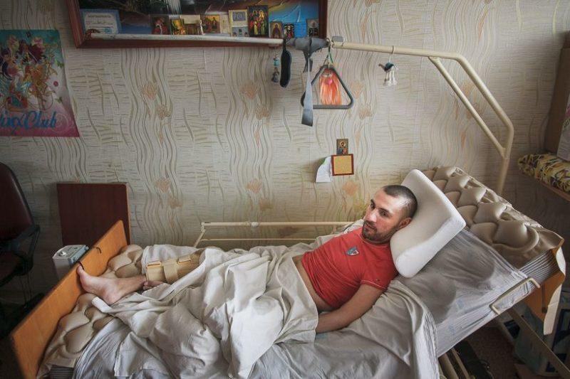 Каждый день Дениса проходит в этой кровати.Фото: Ольга Шукайло., Имена.