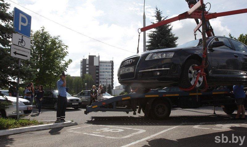 Только в Московском районе Минска с начала года оштрафовали более 100 водителей, которые парковались на местах для инвалидов фото Виталия Пивоварчика