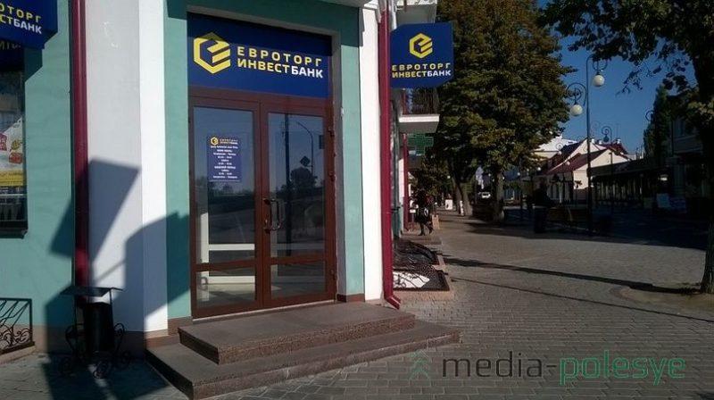 Пороги у входа в банки и магазины