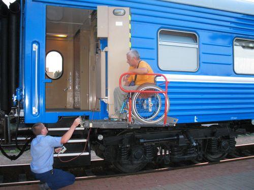 <!--:ru-->В Беларуси появился вагон для инвалидов-колясочников<!--:-->