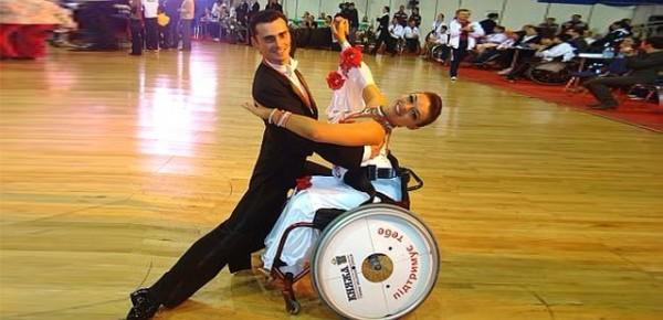 <!--:ru-->Показательные выступления по фехтованию и танцам на колясках<!--:-->