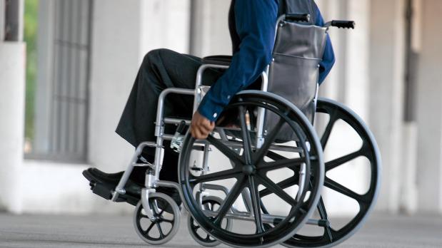 Инвалиды смогут бесплатно посетить тренажерные залы, парикмахерские и получить скидки на товары и услуги