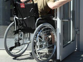 На трех станциях метро появятся подъемные платформы для колясочников