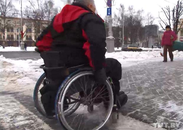 Эксперимент TUT.BY. Инвалид-колясочник не сможет попасть в ЦУМе на этаж с мужскими товарами: лифт проезжает мимо