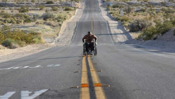 Американец совершил 3100 мильный марафон на инвалидной иоляске за 99 дней