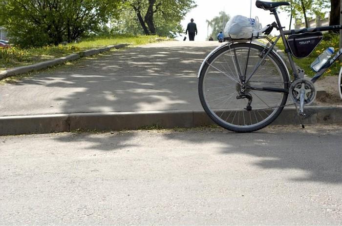Велосипедистам в Гомеле не разрешили спилить бордюры