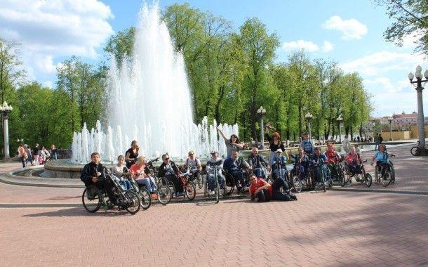9 мая состоялся проезд инвалидов-колясочников на велоприставках по велодорожкам г. Минска