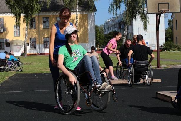 Главное в езде на коляске – научиться держать баланс
