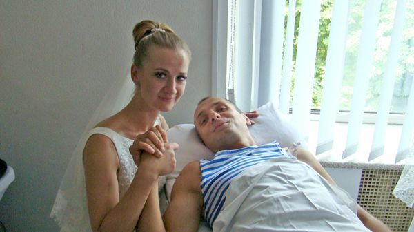 *Лена и Саша поженились в июле прошлого года в киевском военном госпитале (фото автора)