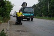Инвалид - колясочник из Челябинска превратил свою коляску в неоновую диско-машину