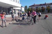 Председатель Бобруйского горисполкома проехал по городу на велосипеде вместе с инвалидами-колясочниками