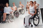 Москва вслед за Нью-Йорком вывела на подиум инвалидов от кутюр