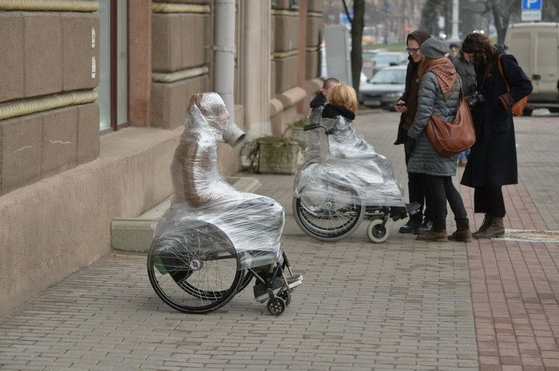 """© Sputnik/Виктор Толочко Акция инвалидов-колясочников """"Поставь себя на место"""" в центре Минска"""