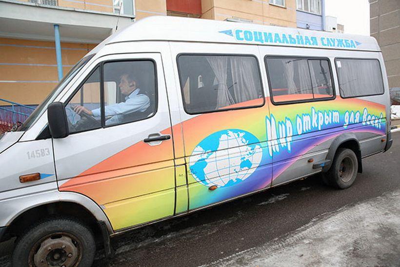 Дочь инвалида-колясочника: «С нового года перестало работать социальное такси. На услуги обычного уйдут пенсии моих родителей»