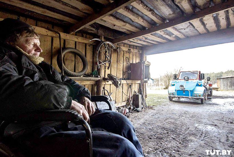 Железный человек. Инвалид-колясочник из металлолома сделал себе лифт, трактор и три