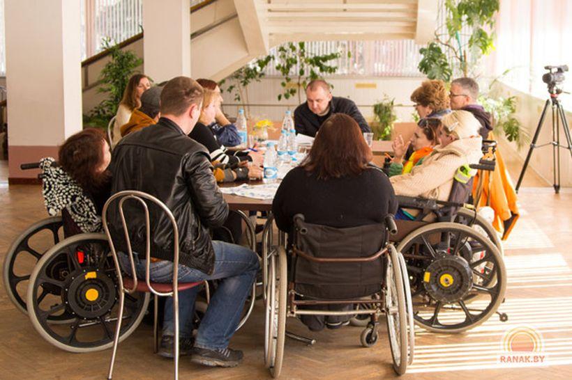 Инвалиды - колясочники Светлогорска вступили в Республиканскую ассоциацию / Видео