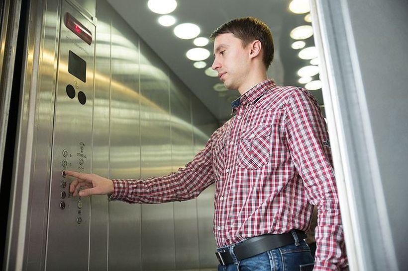 Почему инвалидам II группы отменили скидку на пользование лифтом?