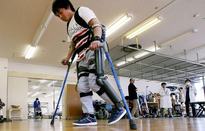 В Японии будут лечить повреждения спинного мозга с помощью iPS-клеток и экзоскелетов