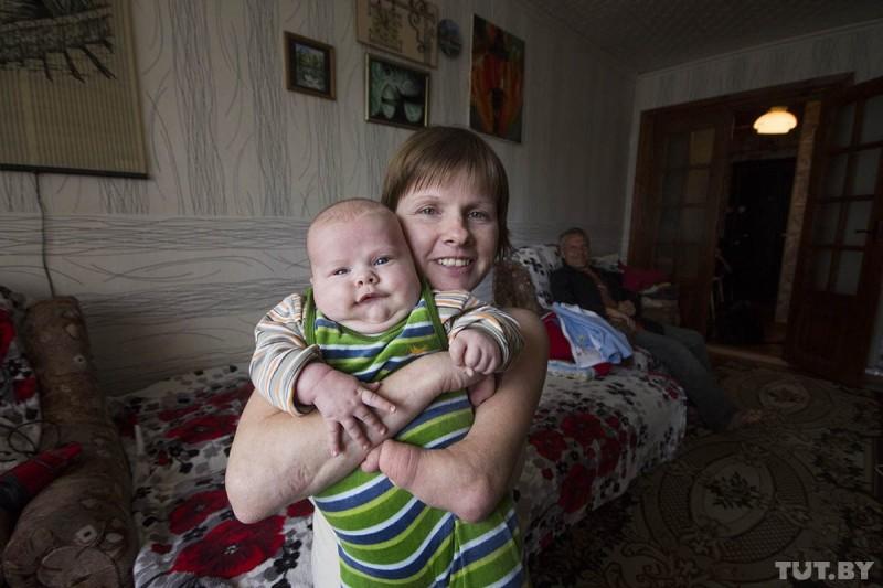 Анна Бахур, которой отказывали в воспитании собственного ребенка из-за того, что она инвалид. Фото: Станислав Коршун, TUT.BY