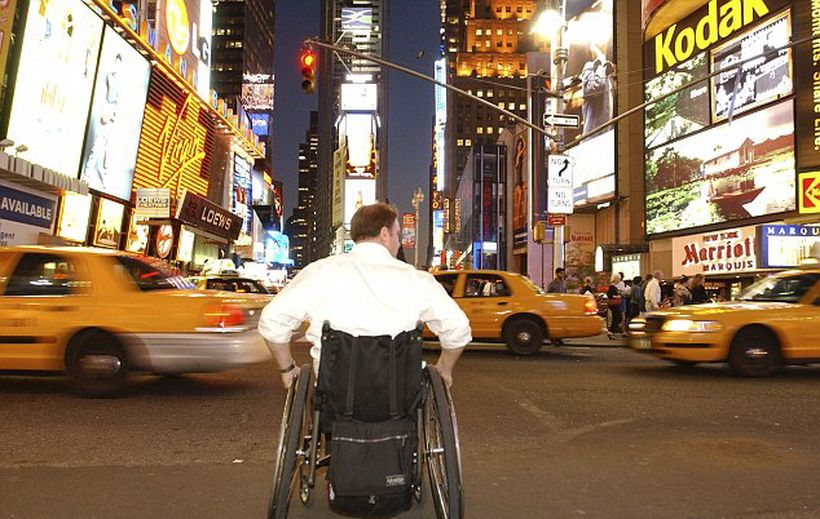 Как в Америке инвалиды на колясках ездят в метро