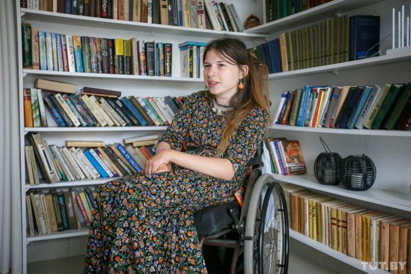 Асе Федоровой — 23 года. Живет она в Бобруйске. Рассказывает: «Я довольно активный человек, поэтому придумать что-то такое, что для меня вот прямо недоступно из-за моей инвалидности, было сложно»