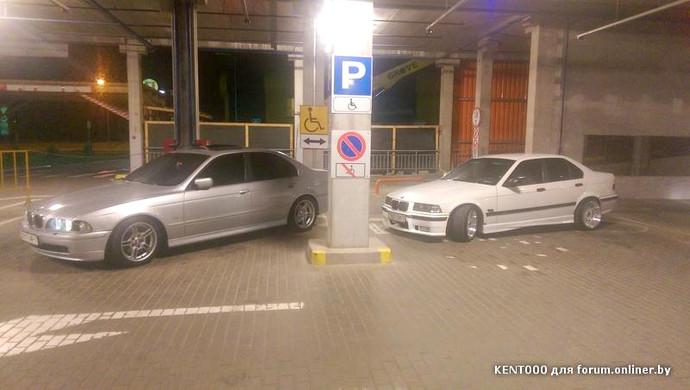 Красуются? «Мастерство» парковки в исполнении двух BMW на паркинге ТЦ «Замок»