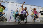 Инвалид-колясочник из Чили стал учителем танцев и проводит мастер-классы