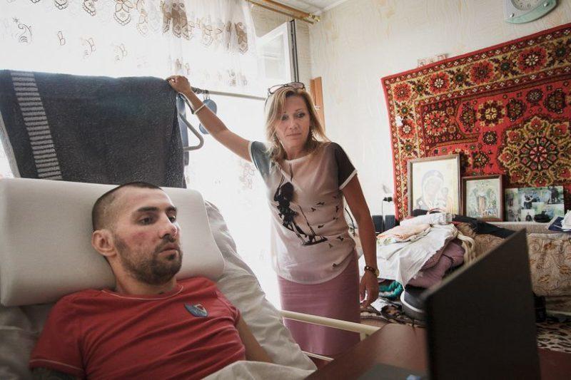 Денис и Татьяна, которая внезапно из чужого человека превратилась в друга.Фото: Ольга Шукайло, Имена.