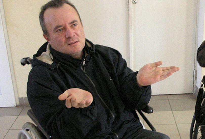 В Светлогорске инвалида-колясочника выселяют через суд