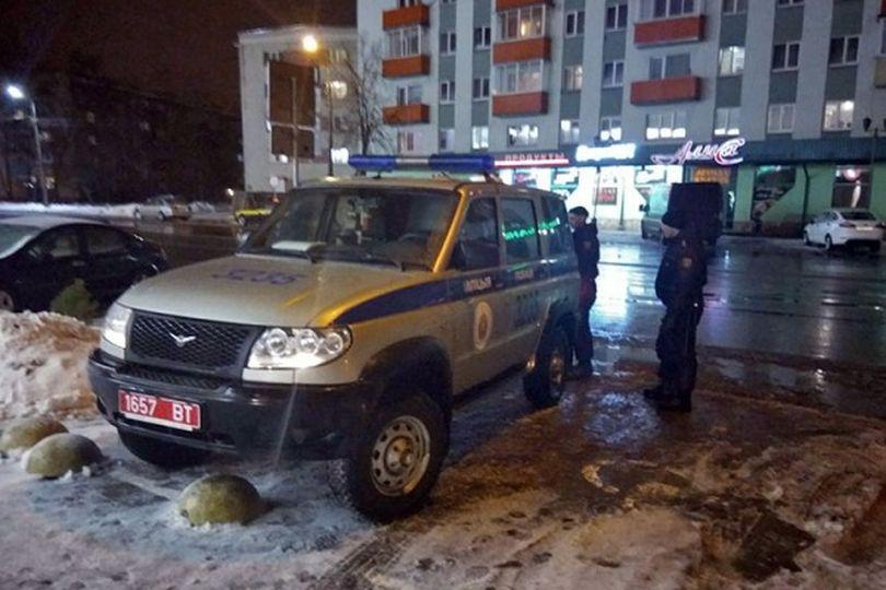 В Полоцке парня забрали в милицию за замечание милиционеру, припарковавшему автомобиль на местах для инвалидов