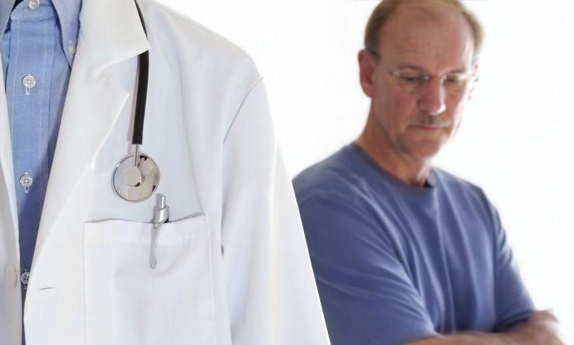 Минздрав хочет официально запретить медикам грубить пациентам, носить короткие халаты и шпильки