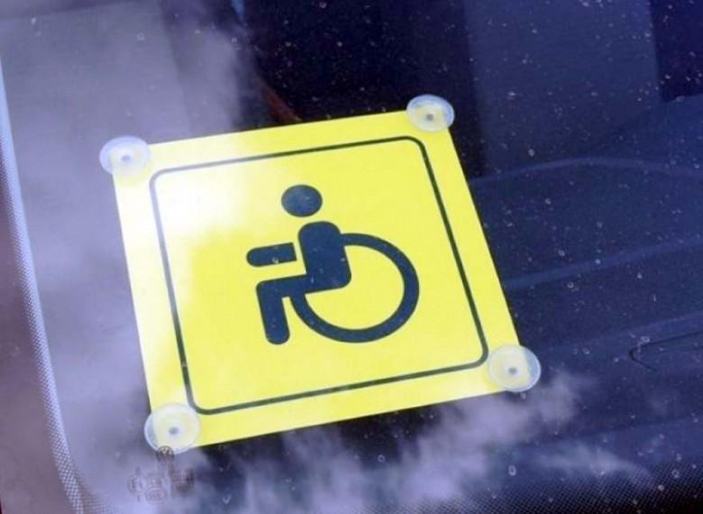 Минтруд нашел способ проверить законность установки на авто знака «Инвалид»