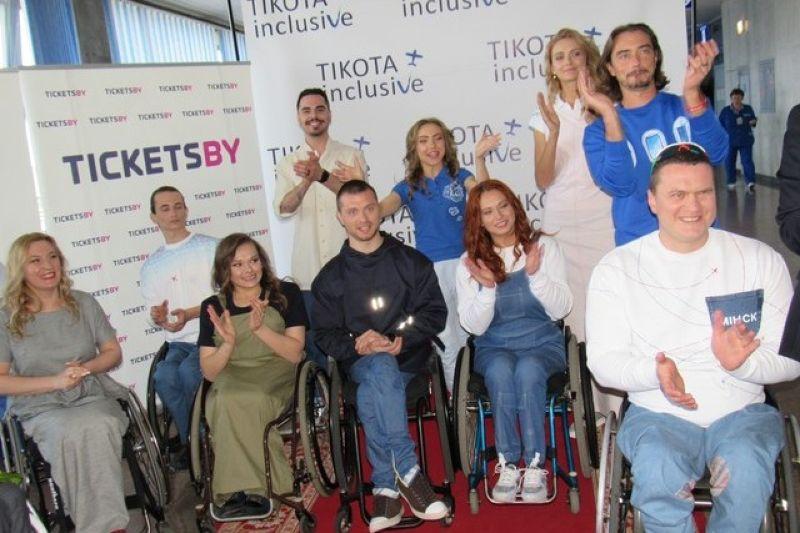 Коллекцию одежды для инвалидов-колясочников представили в Национальном аэропорту Минск