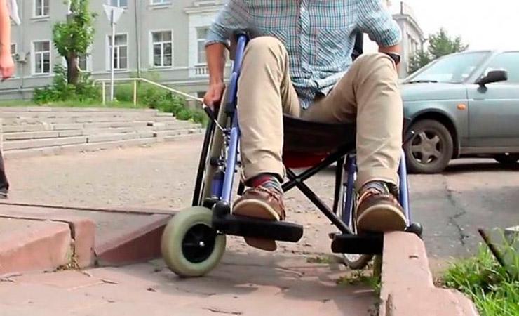 В Светлогорске колясочники насчитали почти 150 препятствий в местах общественного пользования