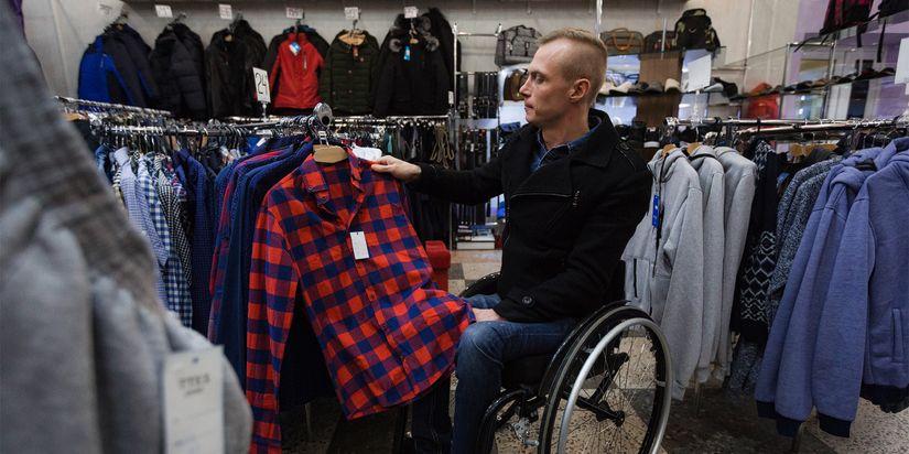 «Пока лежал в больнице, люди меня раза три похоронили». История бодрого колясочника, который пытается вести бизнес в провинции