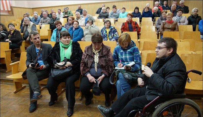 Классовая ненависть и нежелание считаться с инвалидностью одновременно: психолог проанализировал гомельский случай с подъемником для инвалида