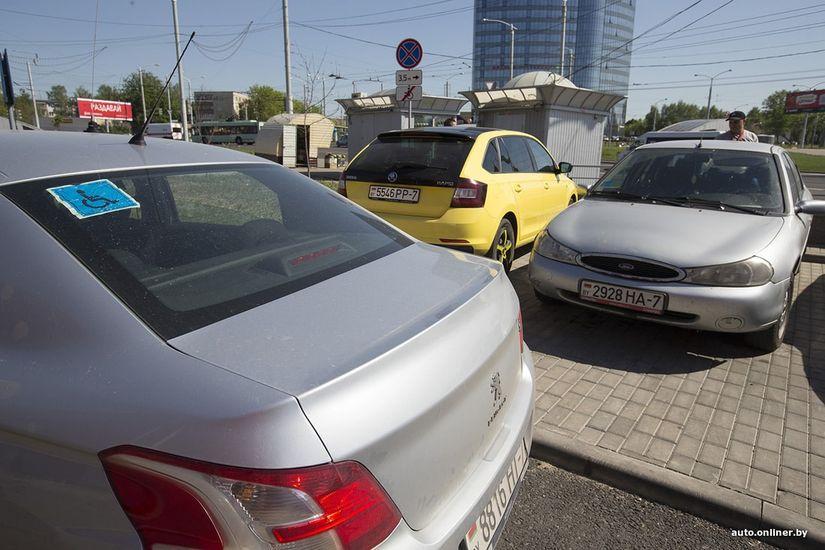 «Почему чиновничий автомобиль может стоять возле крыльца, а мой — нет?» Человек с инвалидностью о парковочной проблеме