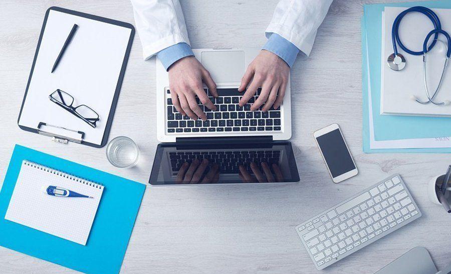 Минздрав утвердил правила поведения врача с пациентами и коллегами