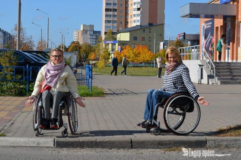Безбарьерная среда в Солигорске. Прогулка по городу в компании инвалидов-колясочников