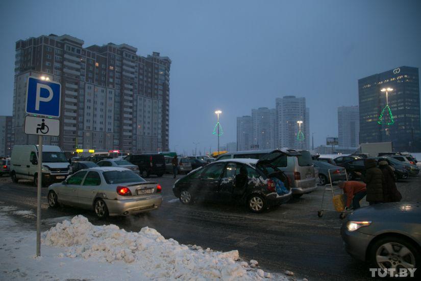 «Это парковка для инвалидов? Не видел!» Проверили, как быстро эвакуируют авто с «чужого» места