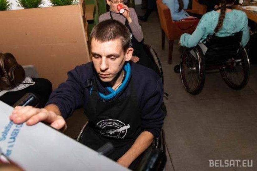 Дмитрий мечтает открыть свай бизнес — кафе, или ремонт колясок, или ремонт обуви. Но не хватает денег, чтобы начать