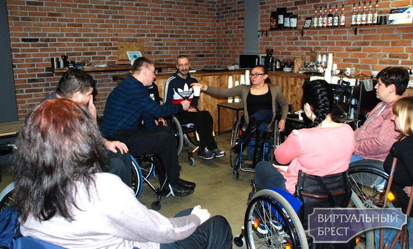 Первые в Бресте инклюзивные бариста на колясках готовы приступить к работе