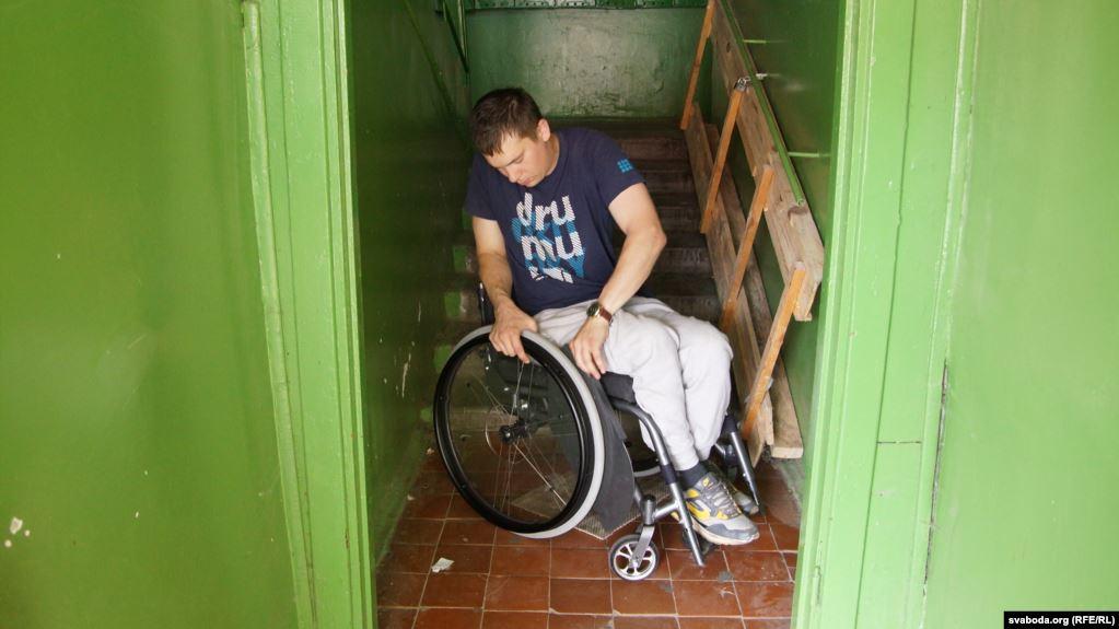 Мазырскі інвалід паказаў «безбар'ерны» асяродак у лякарні. Яго абвінавацілі ў спажываньні марыхуаны