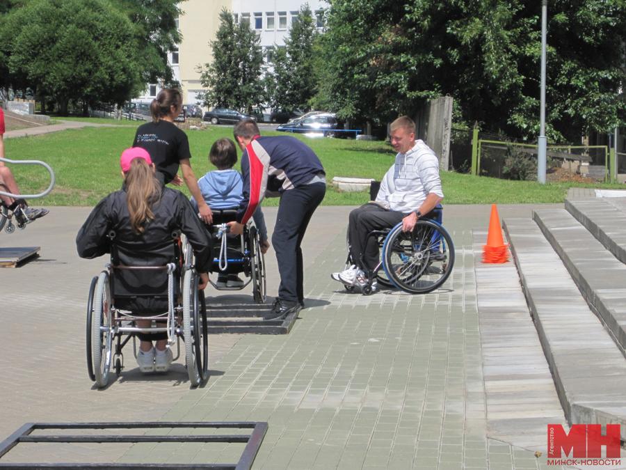 «Осталось заново научиться ходить». Репортаж из лагеря активной реабилитации для инвалидов-колясочников